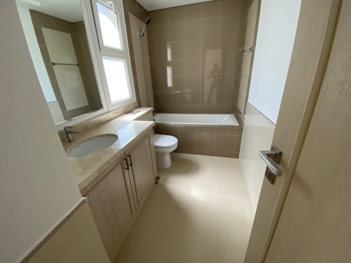 EXCLUSIVE RESALE 2 BR WITH MAID D PLUS