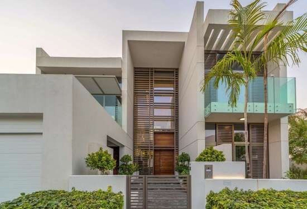 New to Market   Lagoon facing 6 Bed Contemporary