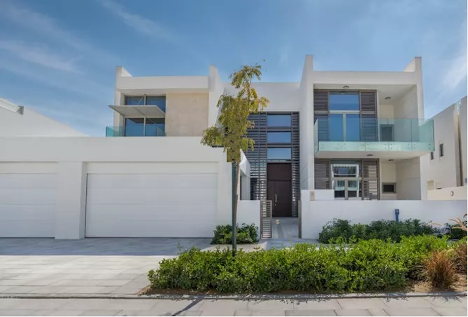 New to Market | 5 Bedroom Contemporary !