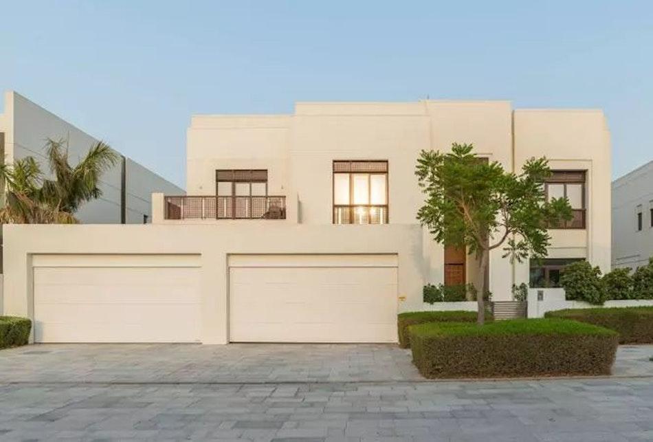 Prime location | Modern Arabic style | 4BR | D1