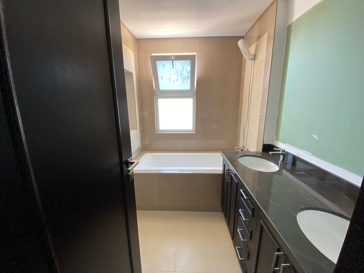 CLOSE TO PARK l BEST LOCATION l MOVE IN NOV
