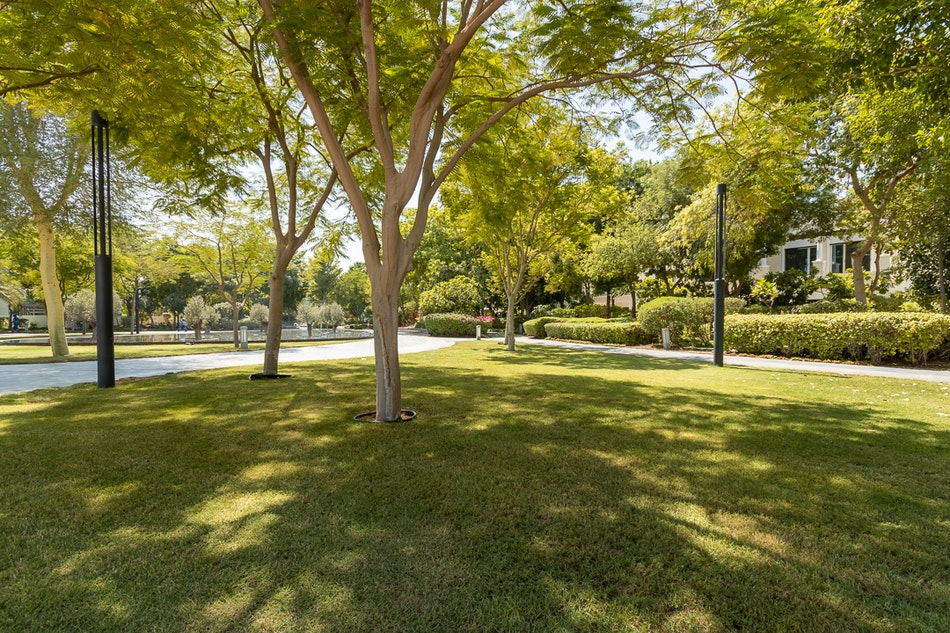 5 Bed contemporary   Walking distance to lagoons