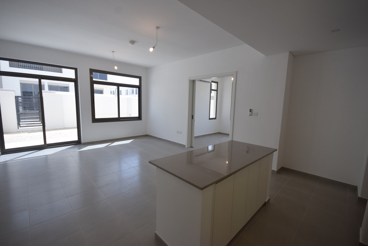 ISLAND TYPE   END UNIT   CLOSE TO POOL AND PARK