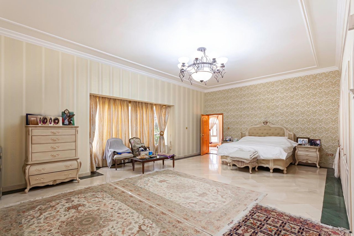 Spacious 6 bed with independent 2 bed guest house